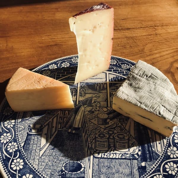 Three Cheese On Plate Lindum Red & Blue